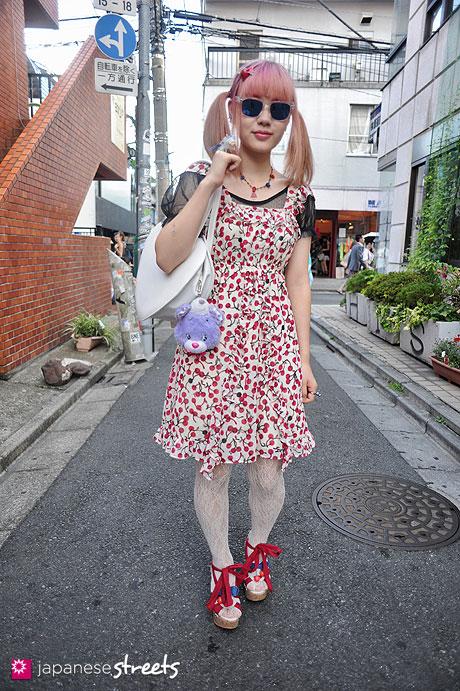 120812-9949 - Japanese street fashion in Harajuku, Tokyo (MILK, tutuanna, RNA)