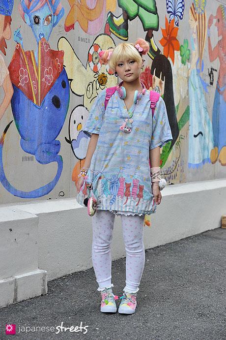 120816-1011: Japanese street fashion in Harajuku, Tokyo (SRUB STAR, Zhu Zhu Pets, Swimmer, Bodyline)