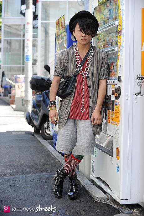 120821-2600 - Japanese street fashion in Harajuku, Tokyo (Acqua, Galaxy, Ito Yokado, COACH, Banal Chic Bizar)