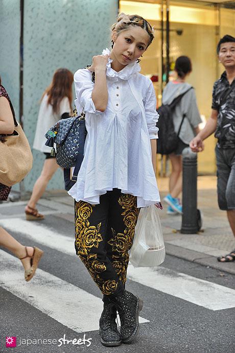 120818-1561 - Japanese street fashion in Harajuku, Tokyo (Blanco, Bubbles, Dr.Martens)