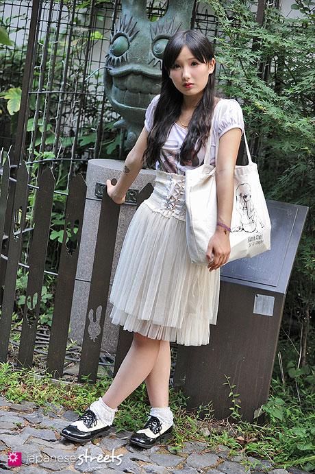 120818-1684 - Japanese street fashion in Harajuku, Tokyo (G2?, Nadia)