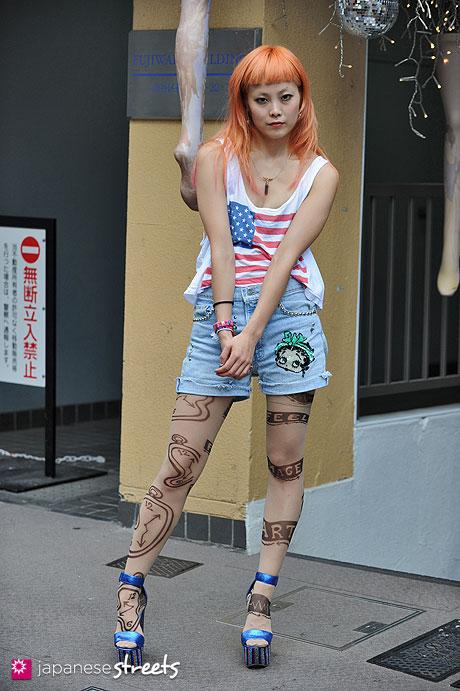 120904-5304 - Japanese street fashion in Harajuku, Tokyo (Valentine, Bloc, Avant Garde, Jeffrey Campbell)