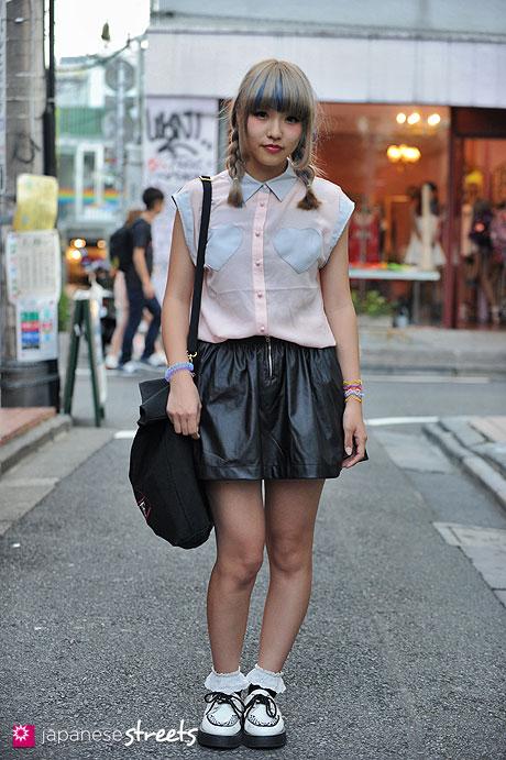 120904-5567 - Japanese street fashion in Harajuku, Tokyo (AArtirior Boa, Jóuetie)