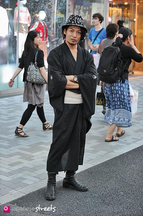 120908-7107 - Street fashion in Harajuku, Tokyo (Lucien pellet-finet, Guidi, Emir Heart, Comme ça de Mode)