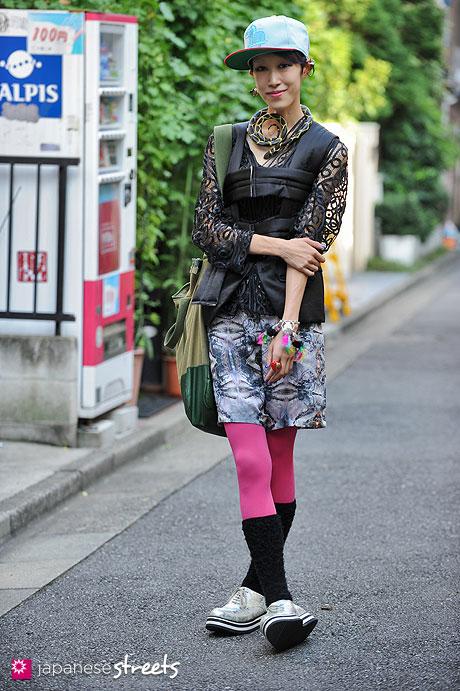 120929-0457 - Japanese street fashion in Harajuku, Tokyo (NEMES, Comme des Garçons, Shiroma, Yohji Yamamoto)