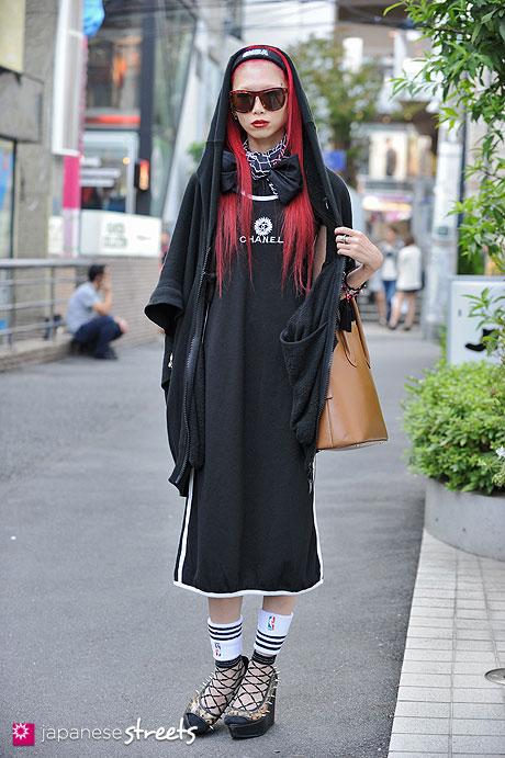 121008-2296 - Japanese street fashion in Harajuku, Tokyo (Valentine, Bernhard Wilhelm, Chanel, Celine, GLAD NEWS)