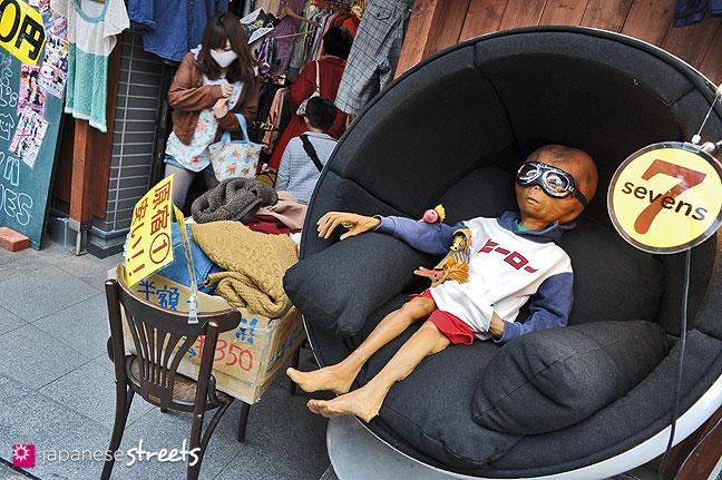 100331-9233: Alien in Harajuku, Tokyo
