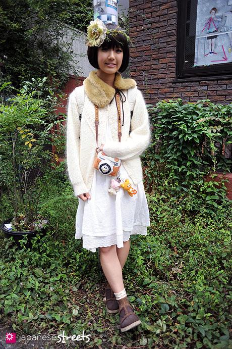 101024-5908: Street fashion Harajuku, Tokyo, Merilene, Perfume of Spring Flower