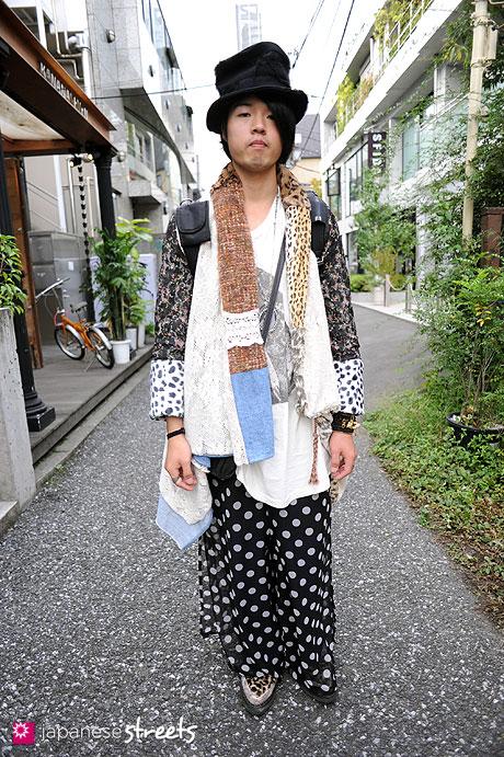 101023-5804: Street fashion Harajuku, Tokyo, nozomi ishiguro, Makin Jan Ma