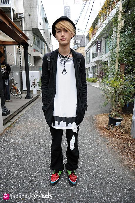 110220-9418: Harajuku, Tokyo, Undercover, Yaponskii, DIET BUTCHER, George Cox, Comme des Garçons