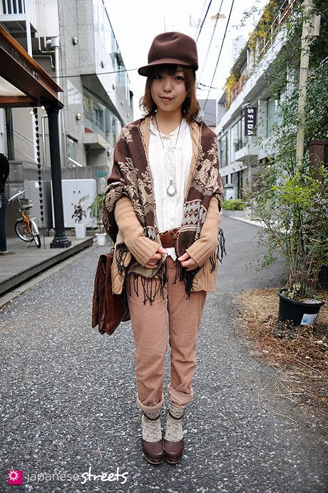 110220-9700: Young fashionable woman in Harajuku, Tokyo