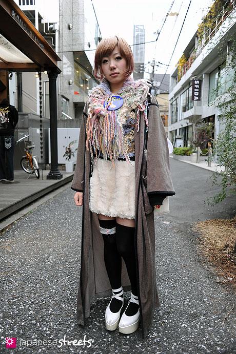 110220-9821: Harajuku, Tokyo, Belly Button, Keisuke Kanda