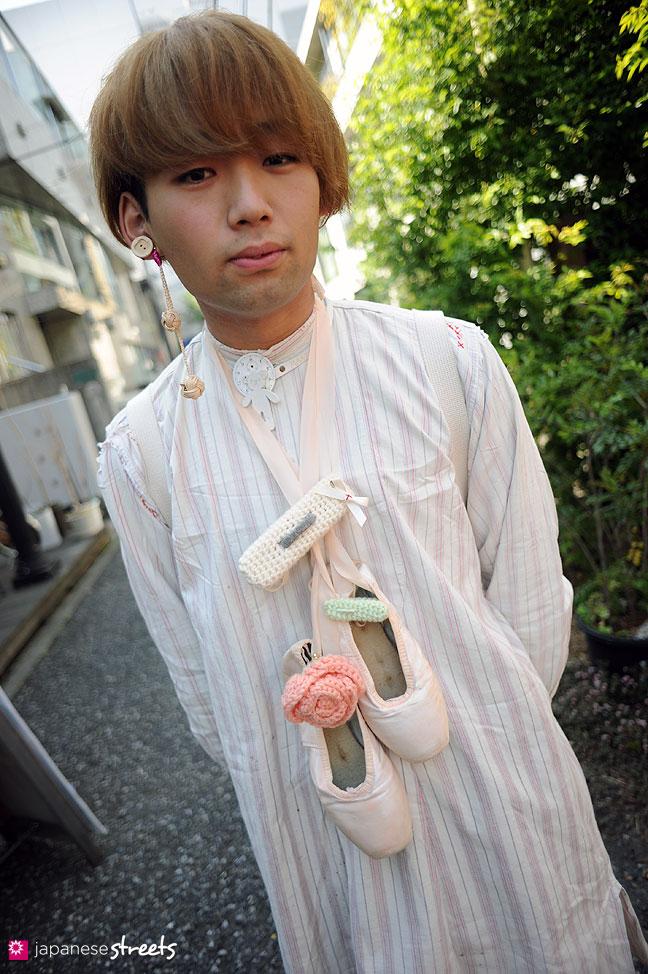 110424-3619: Harajuku street fashion