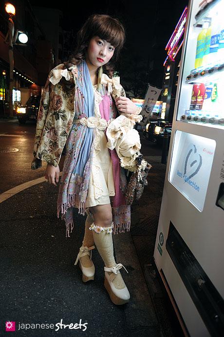 110221-0404: Osaka Street Fashion