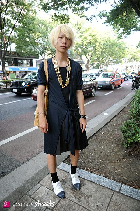 110816-8645 - Harajuku, Tokyo, UNIQLO, Vivienne Westwood