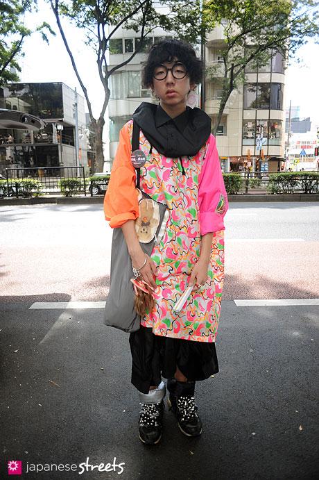 110911-9343:Harajuku, Tokyo, WOW Designs, homeless party