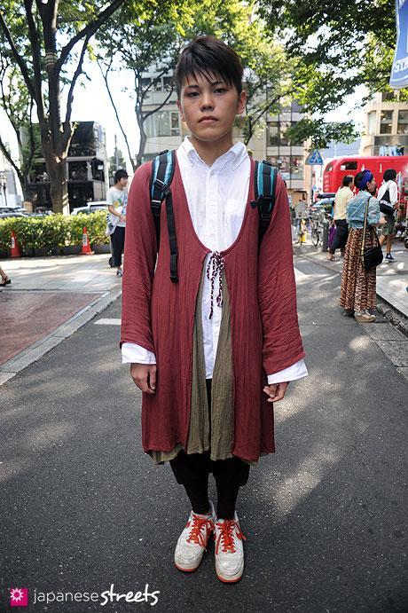 110911-9974:Harajuku, Tokyo, Mugendo, Nike, Yellow