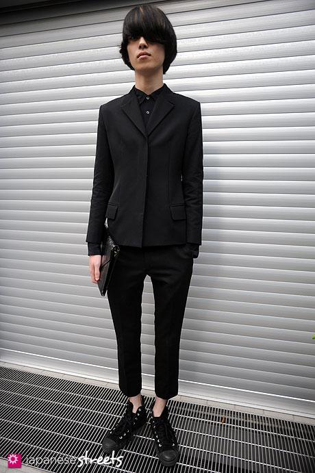 111009-2921:Harajuku, Tokyo, Versace, Dries Van Noten, LAD MUSICIAN, Converse