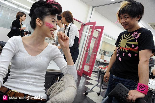 111021-0687: JUNYA TASHIRO backstage