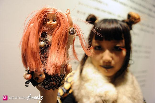 111020-0606: Japanese street fashion in Shibuya, Tokyo