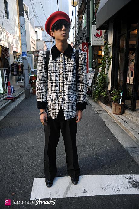 111026-4793:kenta-aoki-harajuku-tokyo-love rich-q0-iosselliani-demonade-daiso