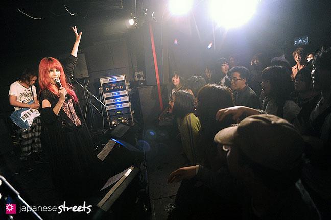 111030-5250: Halloween party at Tokyo's Shibuya