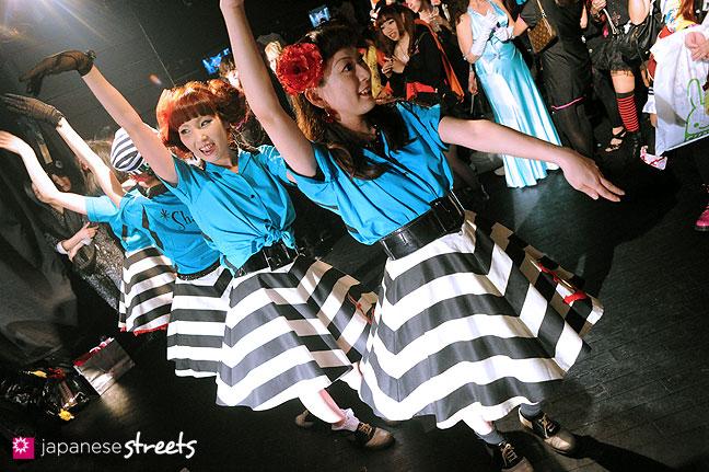 111030-5347: Halloween party at Tokyo's Shibuya