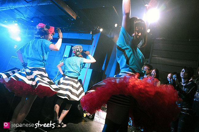 111030-5356: Halloween party at Tokyo's Shibuya