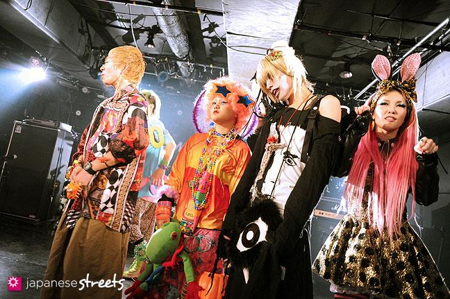 111030-5505: Halloween party at Tokyo's Shibuya