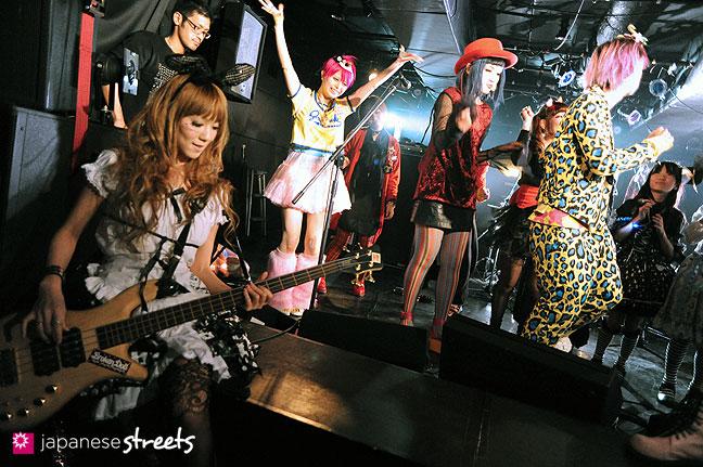 111030-5670: halloween party at Tokyo's Shibuya