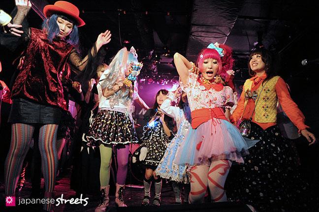 111030-5691: halloween party at Tokyo's Shibuya