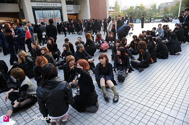 111104-7243: Bunka students at the Culture Festival of Bunka Fashion College in Tokyo