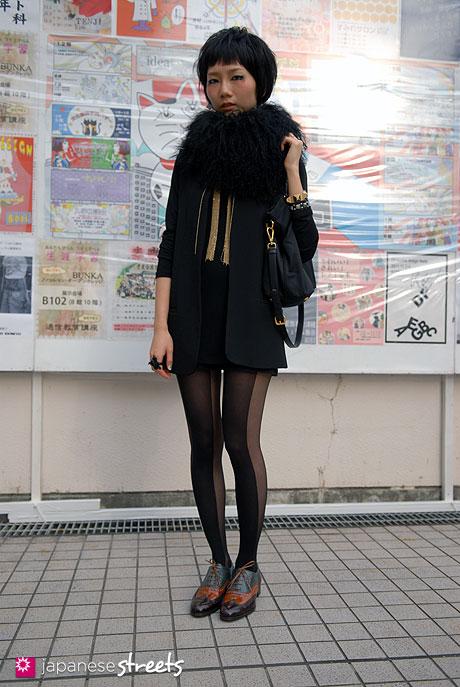 110526-6469-AY: Dacy-Shubuya-Tokyo-ZARA-PRADA-PAPERSELF-Ballin-moussy-VeLO-H&M