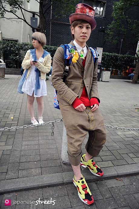111103-6183: Yoshimiki-Shibuya-Tokyo-UNIQLO-Christopher Nemeth-Reebok-AMBUSH-NINCOM POOP CAPACITY-BLONDE CIGARETTES