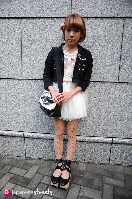 111103-6785: Shiho-Shibuya-Tokyo-MOSCHINO-MILK-BODY LINE-tutuanna-3COINS