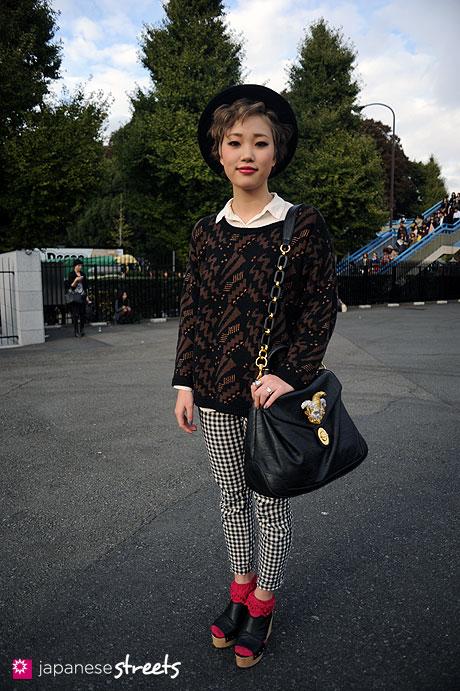 111112-8108: Street fashion in Harajuku, Tokyo: ROSEBUD, w♡c, JEANASiS, American Apparel, MURUA