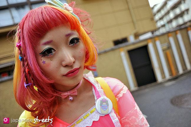 111127-1197.1: Japanese street fashion in Harajuku, Tokyo
