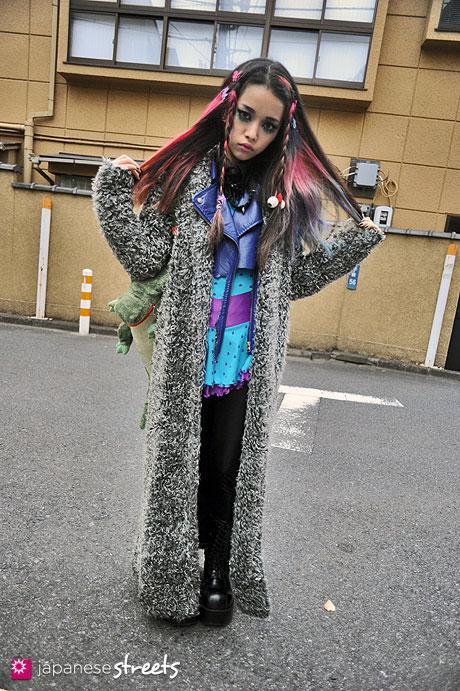 111127-1286: Japanese street fashion in Harajuku, Tokyo (Hair Janie Jones, demonia, 6%DOKIDOKI)
