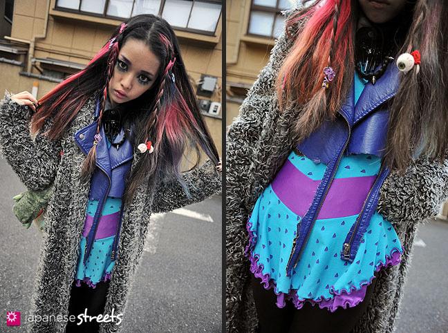 111127-1296-111127-1330: Japanese street fashion in Harajuku, Tokyo