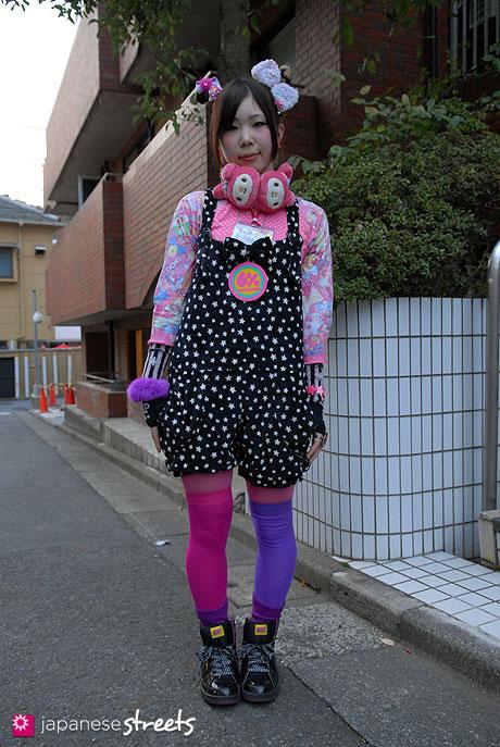 111127-7463-AY: Japanese street fashion in Harajuku, Tokyo: CORTALI, 6%DOKIDOKI, Sanrio, Angelic Pretty