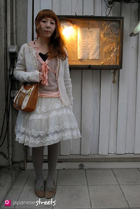 111112-6764-AY: Japanese street fashion in Harajuku, Tokyo (Irie Yawd, Dolly)
