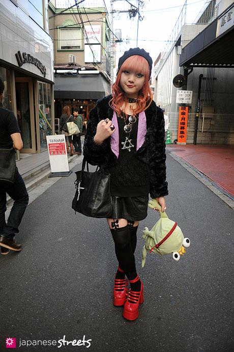 111113-8693: Japanese street fashion in Harajuku, Tokyo (agnès b., Viva Cute Candy, Cheri Cheri, H&M, Bodyline, Hell Cats Punks)