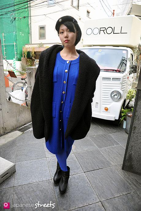 111123-0106: Japanese street fashion in Harajuku, Tokyo: bubbles, PEEK-A-BOO, emoda, Yves Saint Laurent, Forever21, Topshop