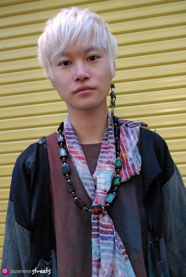 111123-7203-AY: Japanese street fashion in Harajuku, Tokyo
