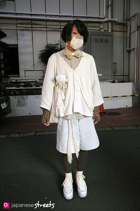 111123-0285: Japanese street fashion in Harajuku, Tokyo (guild, UNIQLO, eatable, keisuke kanda, muji, nadia, frapbois, MACARONIC)