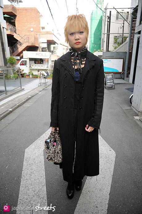 111127-0419: Japanese street fashion in Harajuku, Tokyo (h.NAOTO Blood, Na+H, SLY, UNITED ARROWS)