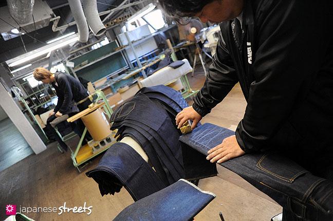 101104-6368 - Aging jeans at Kouritsu, STUDIO D'ARTISAN's owner