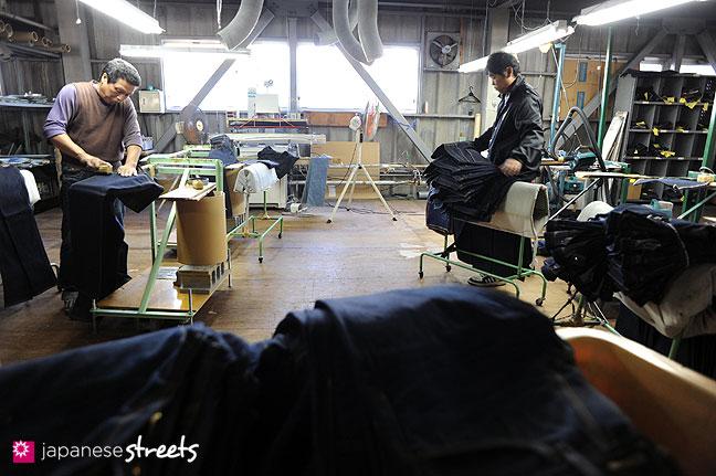 101104-6395 - Aging jeans at Kouritsu, STUDIO D'ARTISAN's owner