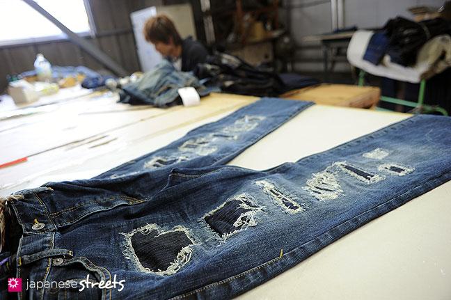 101104-6417 - Aged jeans at Kouritsu, STUDIO D'ARTISAN's owner