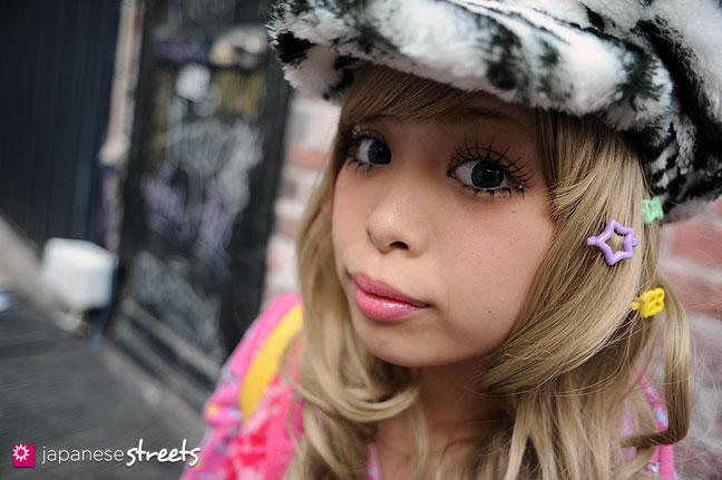 120101-2170: Japanese street fashion in Harajuku, Tokyo
